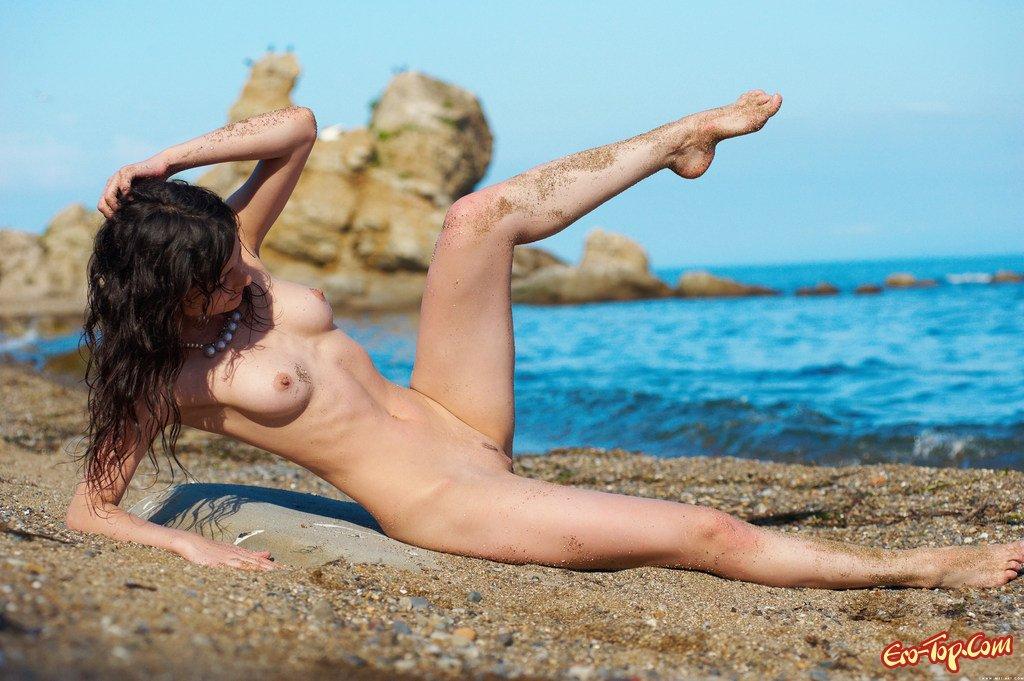 На берегу моря интим фото