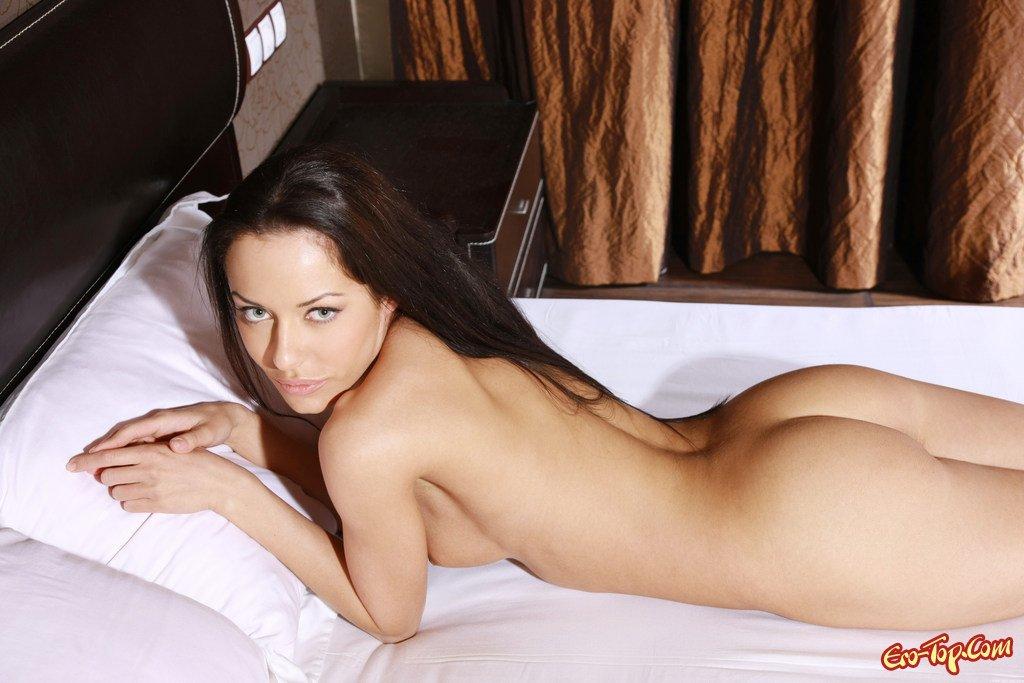 Обжигающая брюнетка секс фото