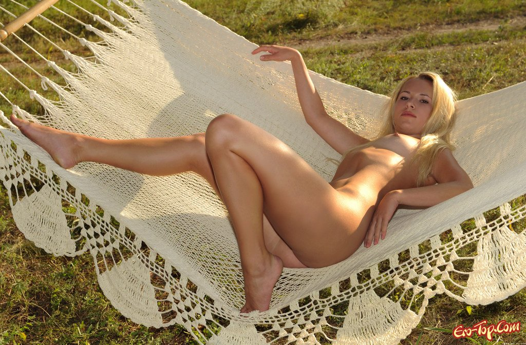 Блондинка на отдыхе эро фото
