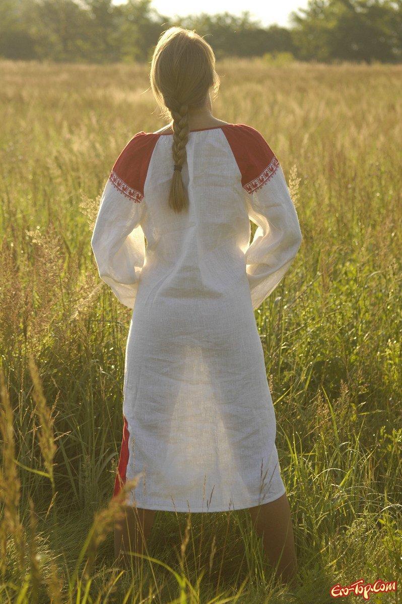 Колхозница в поле порно фото секс фото