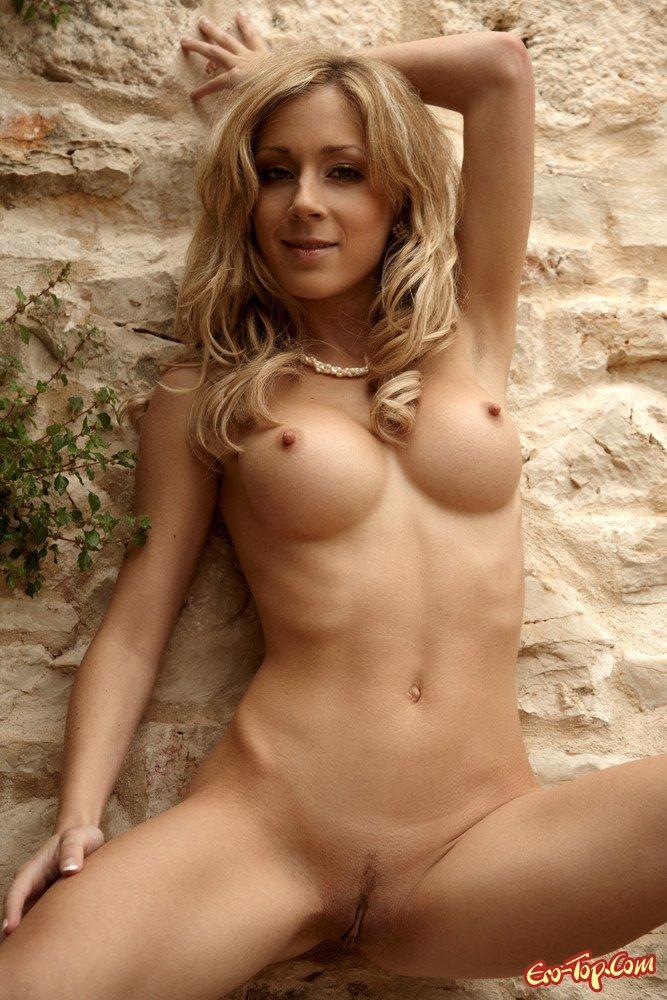 Похотливая блондинка эро фото
