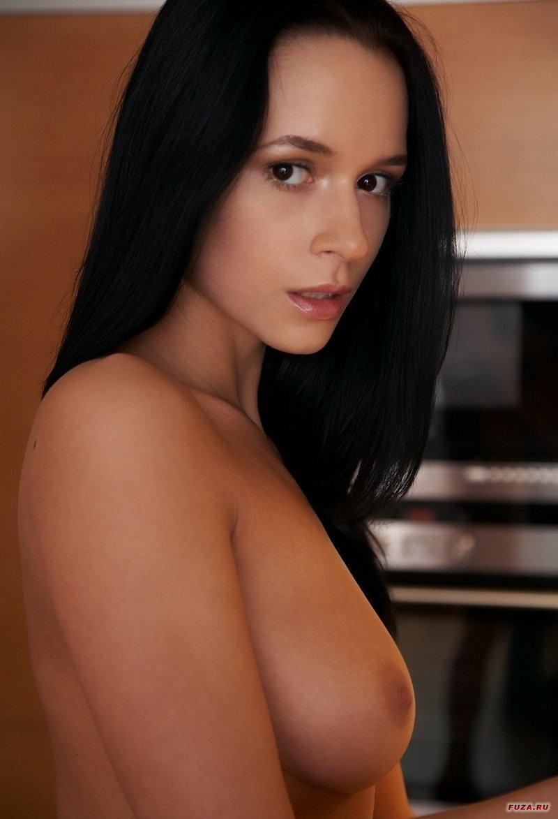 Сексуальная брюнетка секс фото