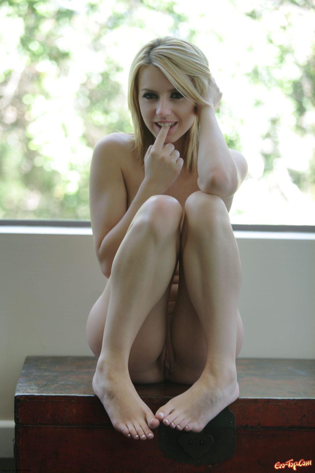Блондинка Крохотная Лекси (Little Lexi) смотреть эротику