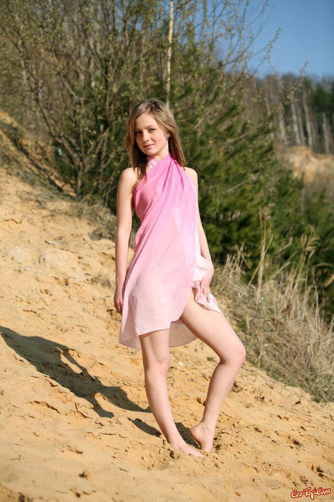 Фото девушка в лесу связанная 15 фотография