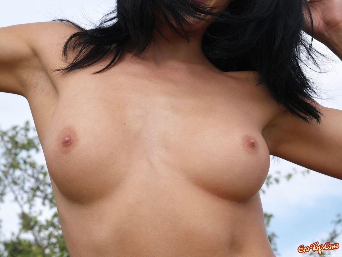 Горячие титьки секс-фото