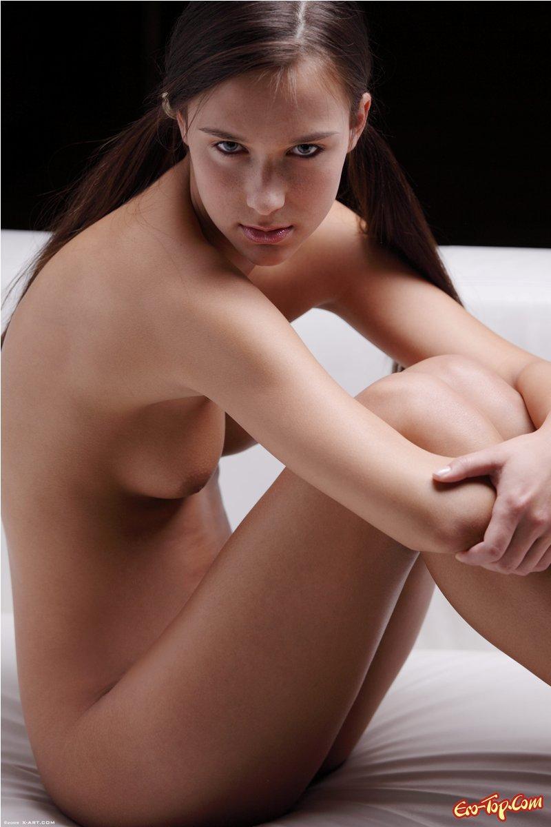 Юная девушка с косичками ню фото секс фото
