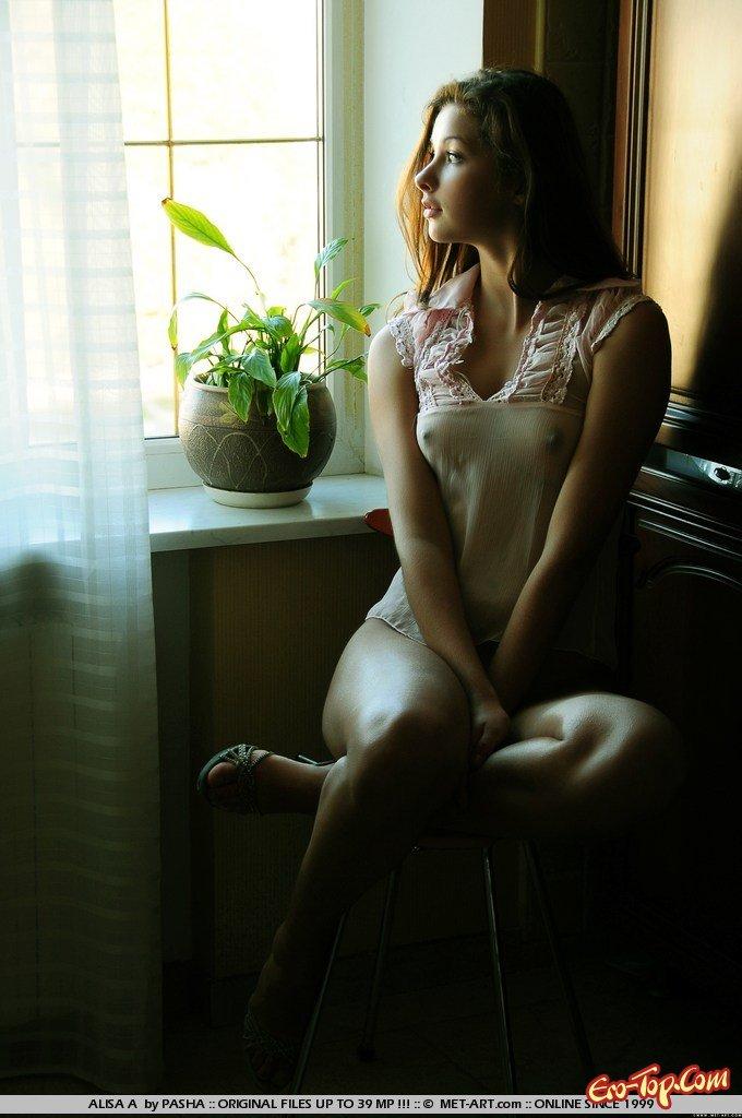 19-летняя изящная девушка