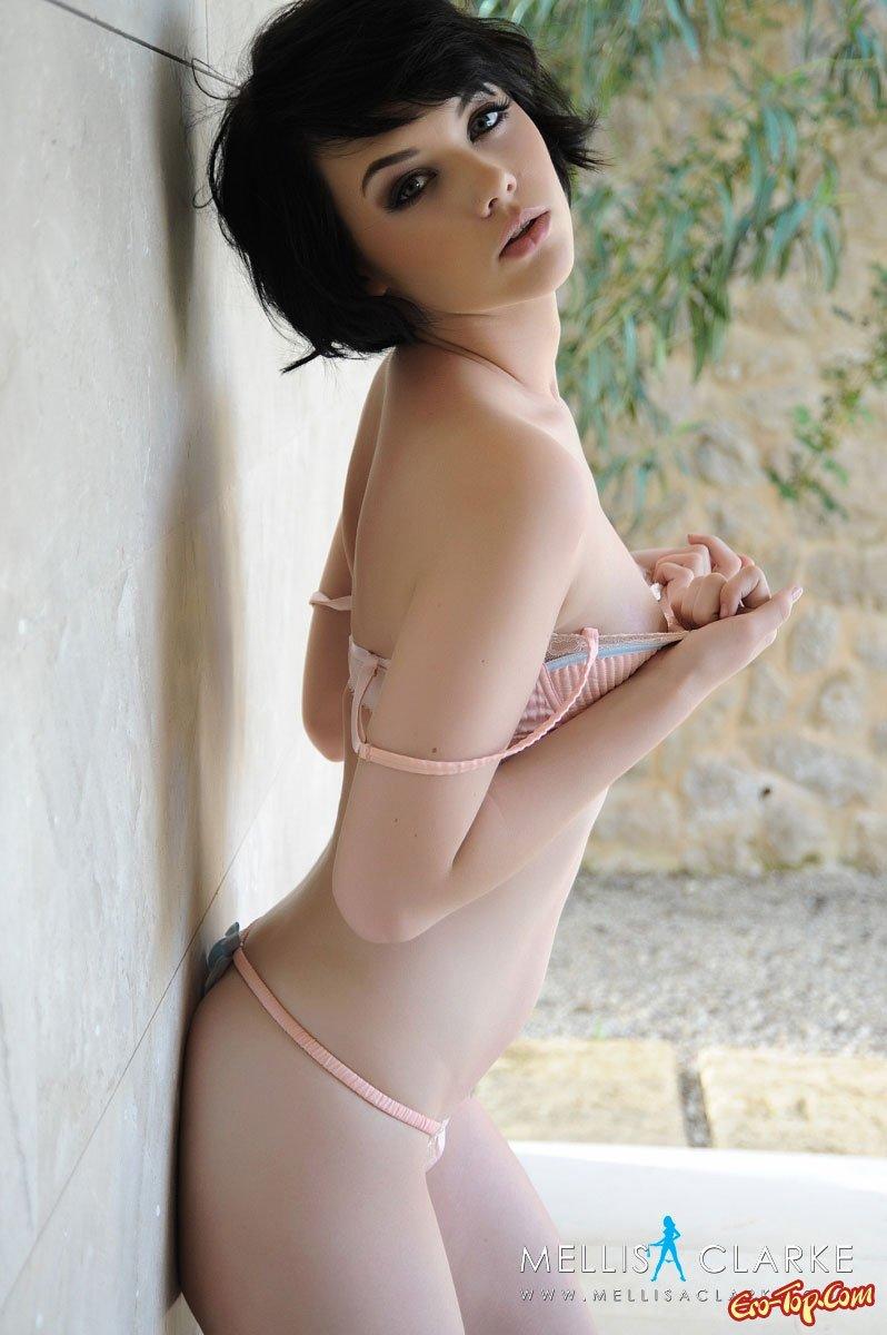 Секси брюнетка Mellisa Clarke