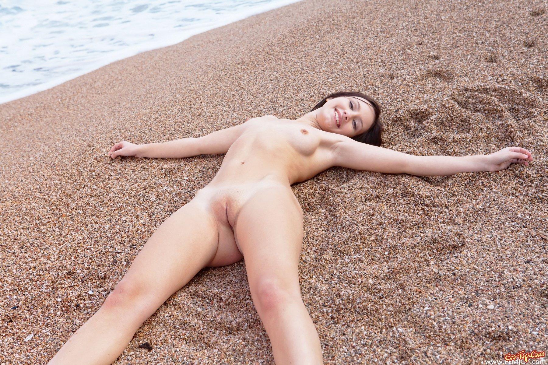 Юная милая голая 10 фотография
