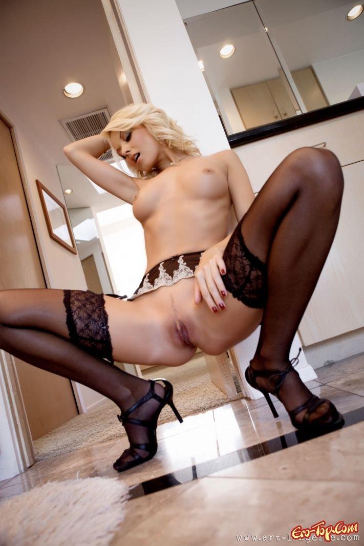 Черных стройной в фото порно чулках проститутки
