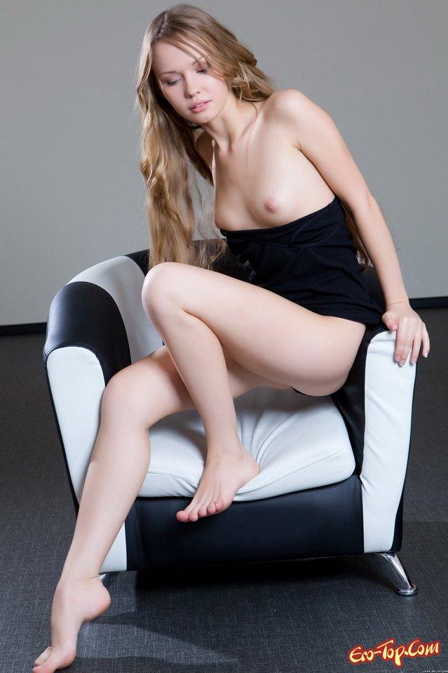 20-летняя блондинка