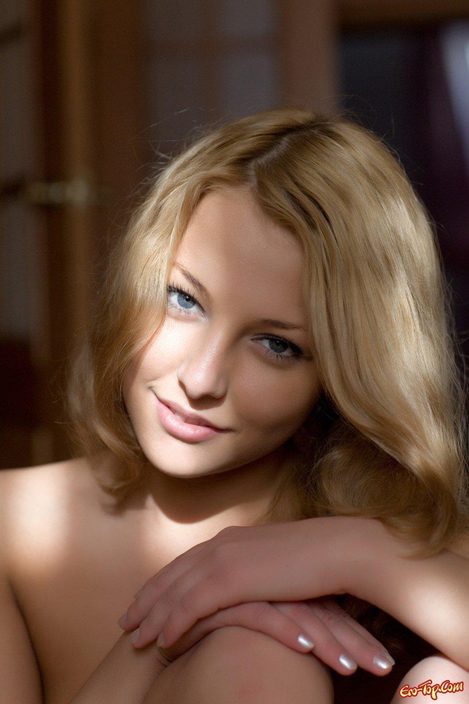 Русская светлая порноактриса Ника секс фото