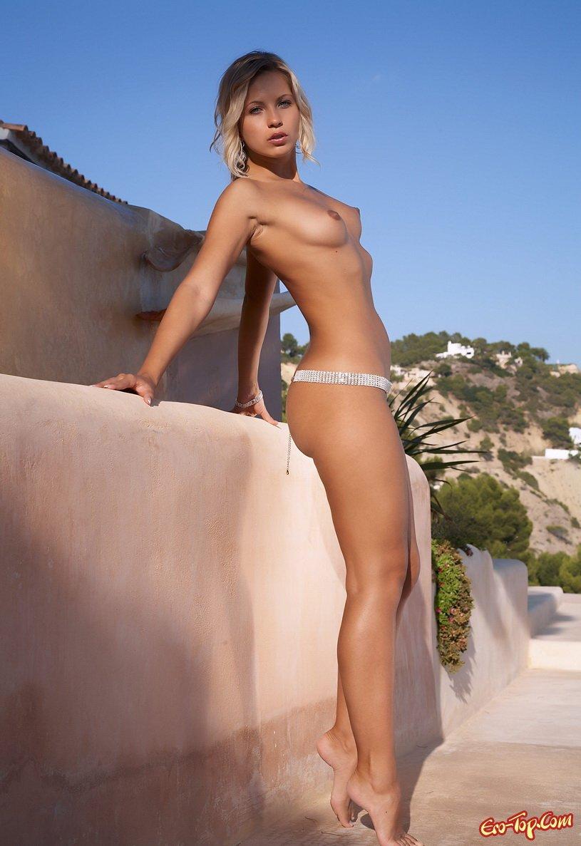 Блондинка на вилле