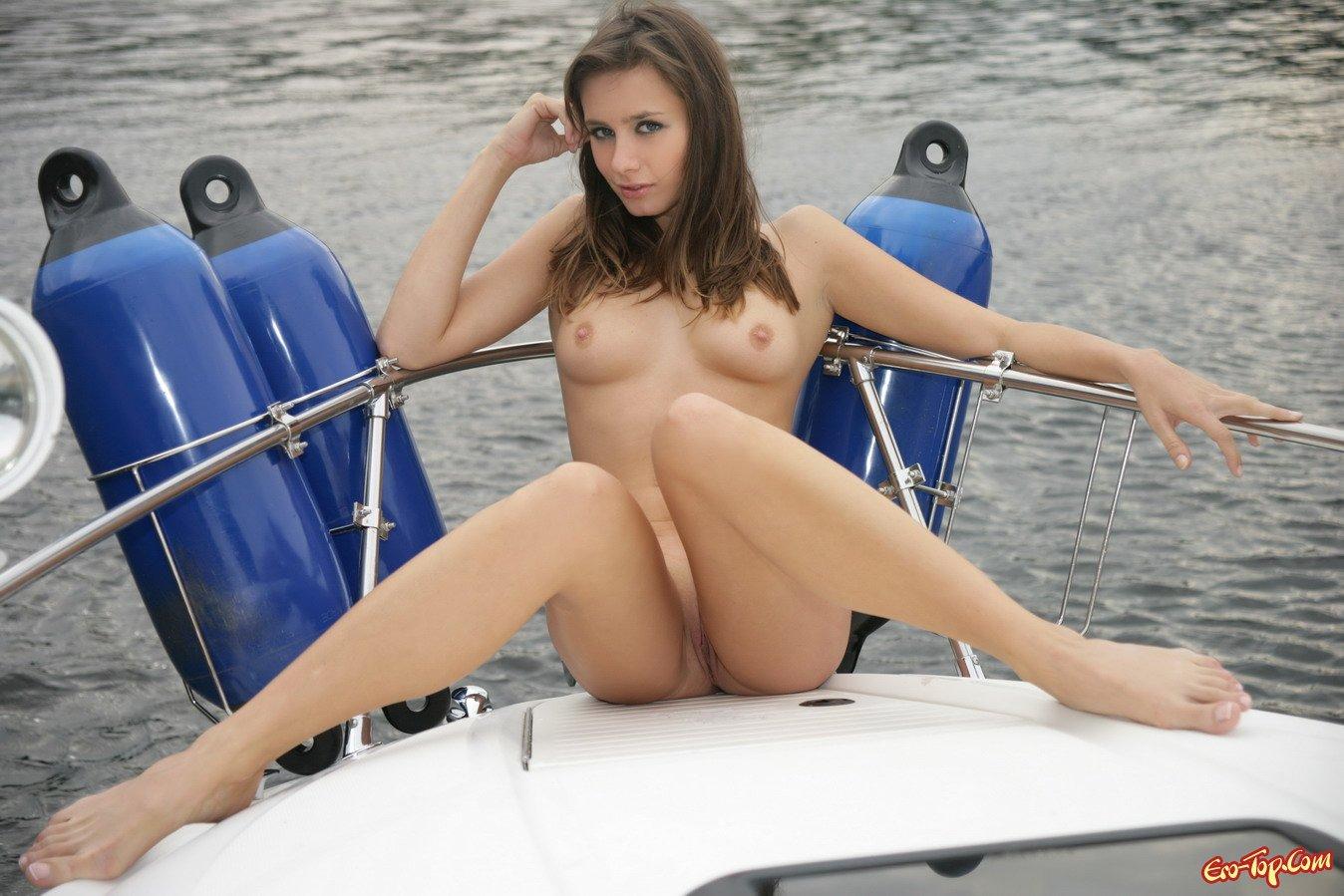 Голые девушки на яхте фото 733-204