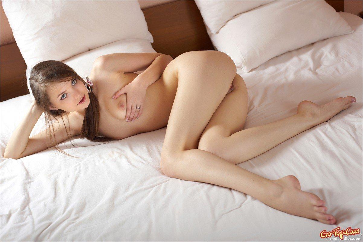 molodie-v-posteli-ero-foto