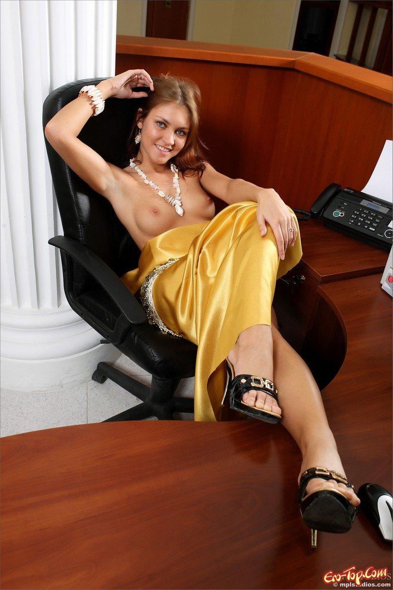 Фото разделась в офисе фото 625-213