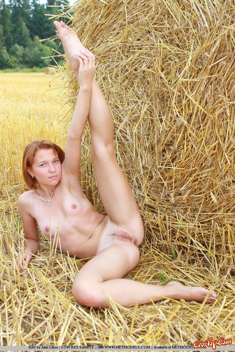 Деревенская девушка
