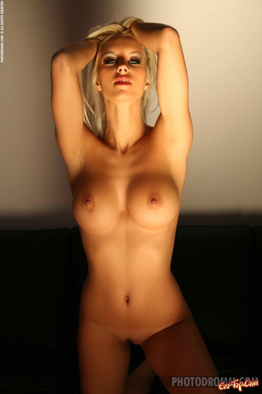 Блондинка что надо смотреть эротику