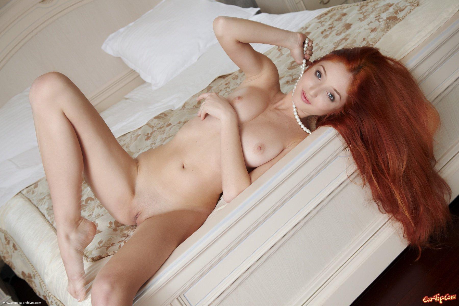 Сексуальная рыжая тёлка 10 фотография