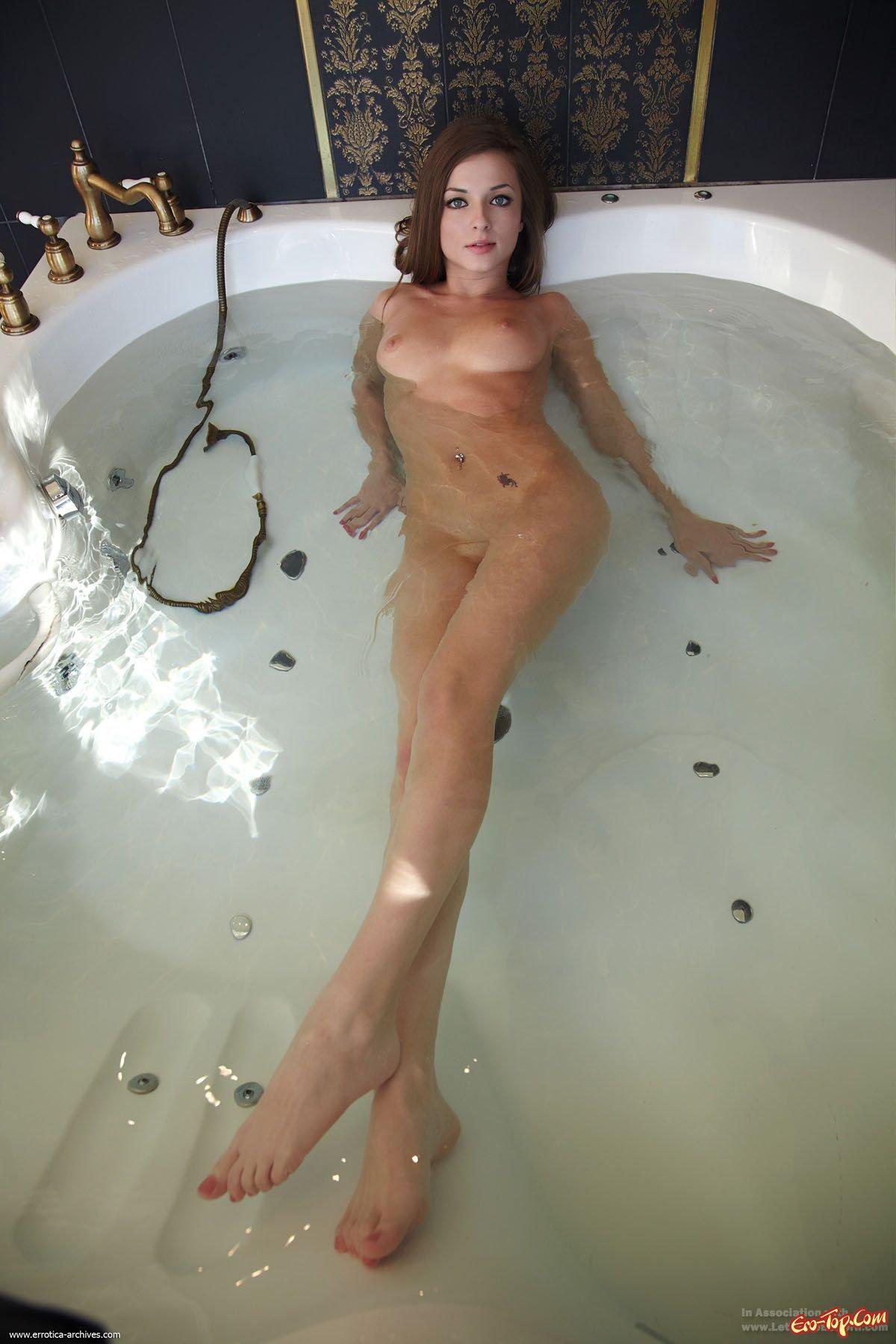 Милашка в ванне