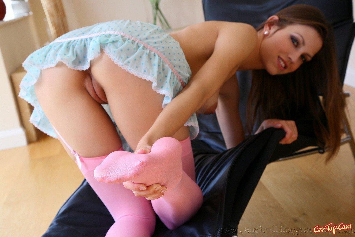 Кубинская девушка в чулках голая фото 764-4