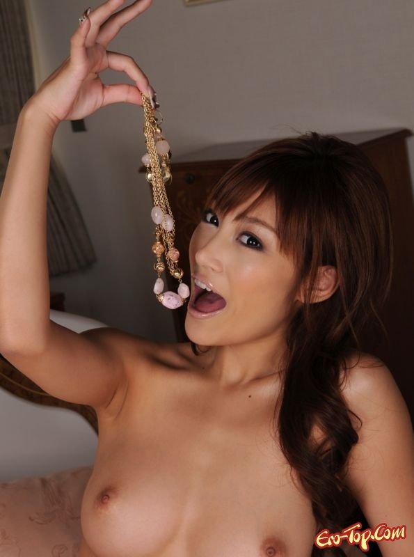 Обнаженная деваха азиатка