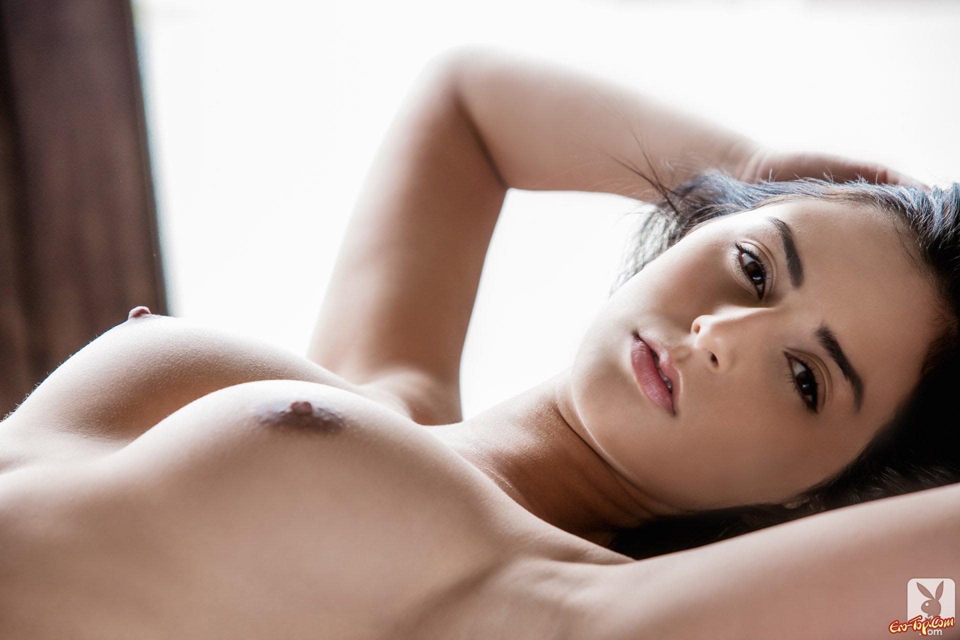 Эротика упругая грудь 21 фотография