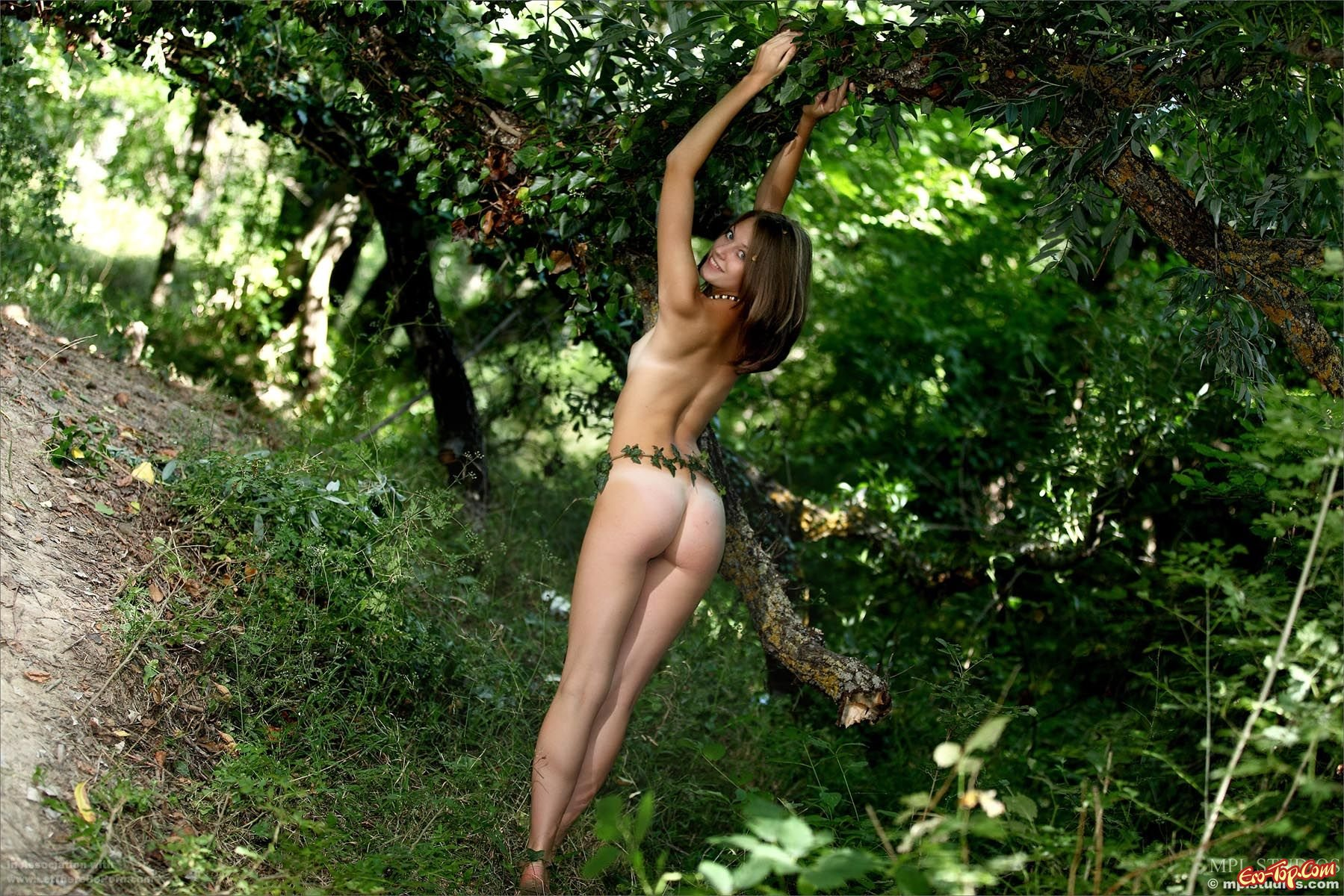 Обнаженная натуралистка Tamara