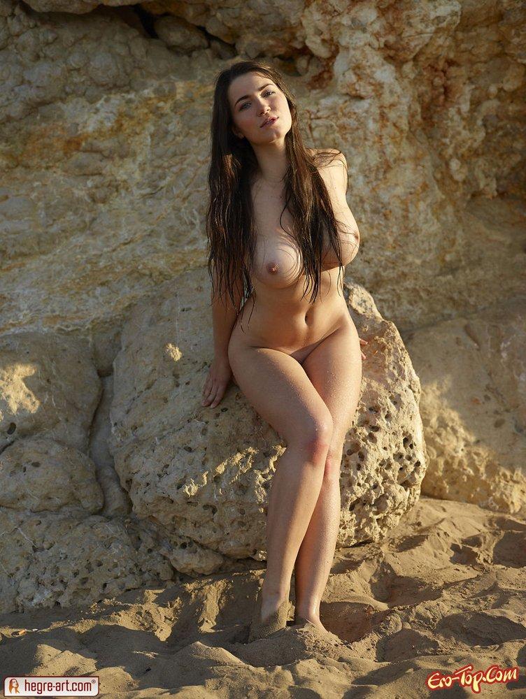 Девушка с огромной грудью
