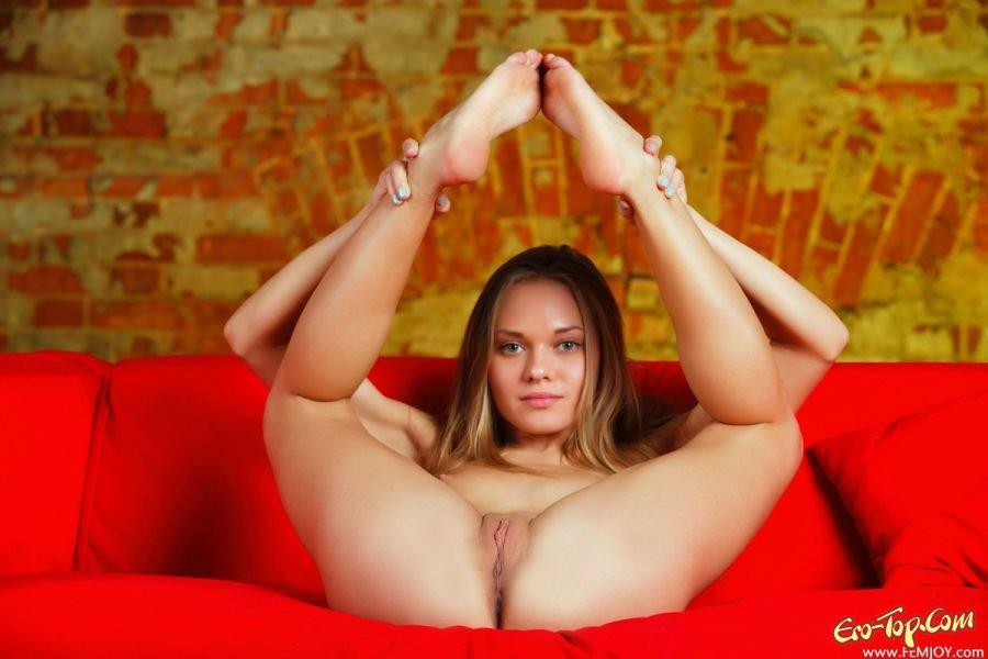 Молодая и милая светлая порноактриса смотреть эротику