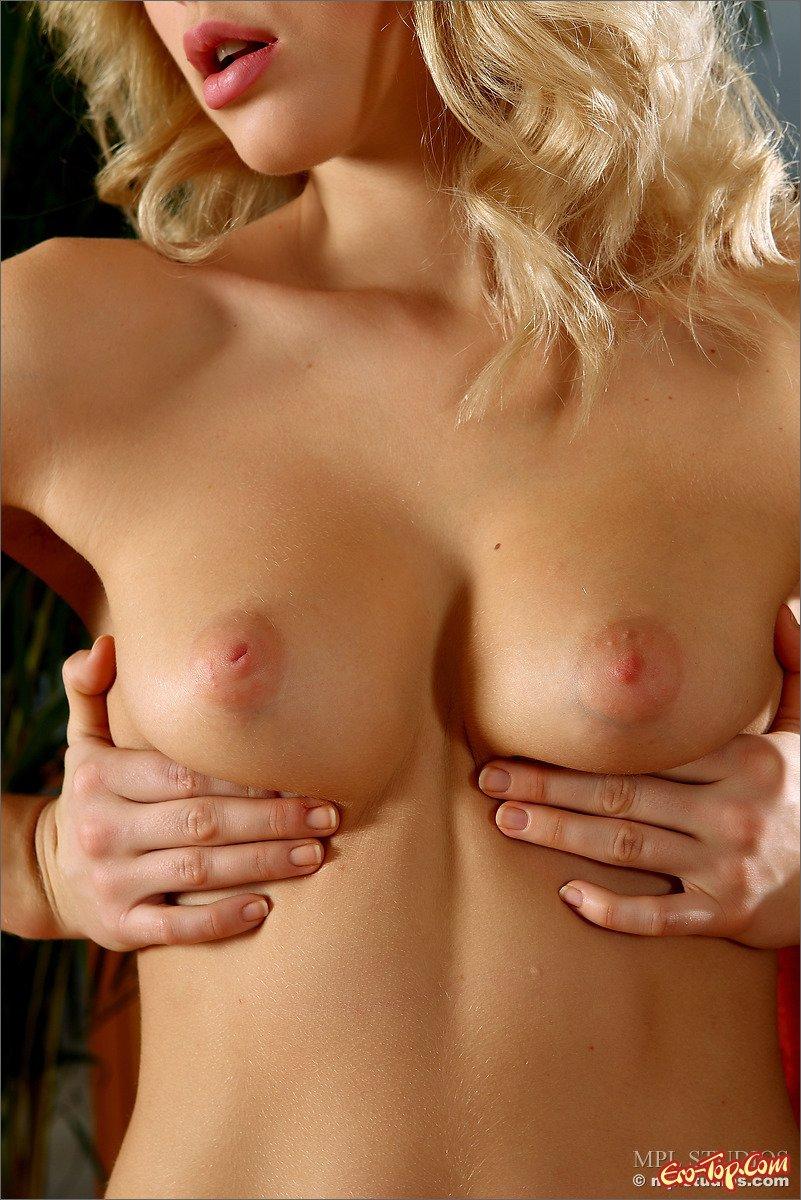 девичьи груди порно фото