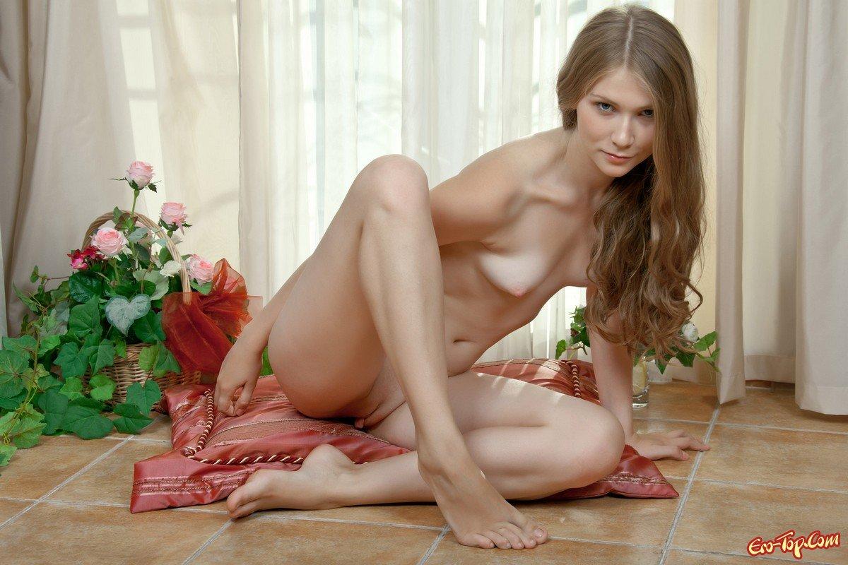 Девка с маленькой грудью