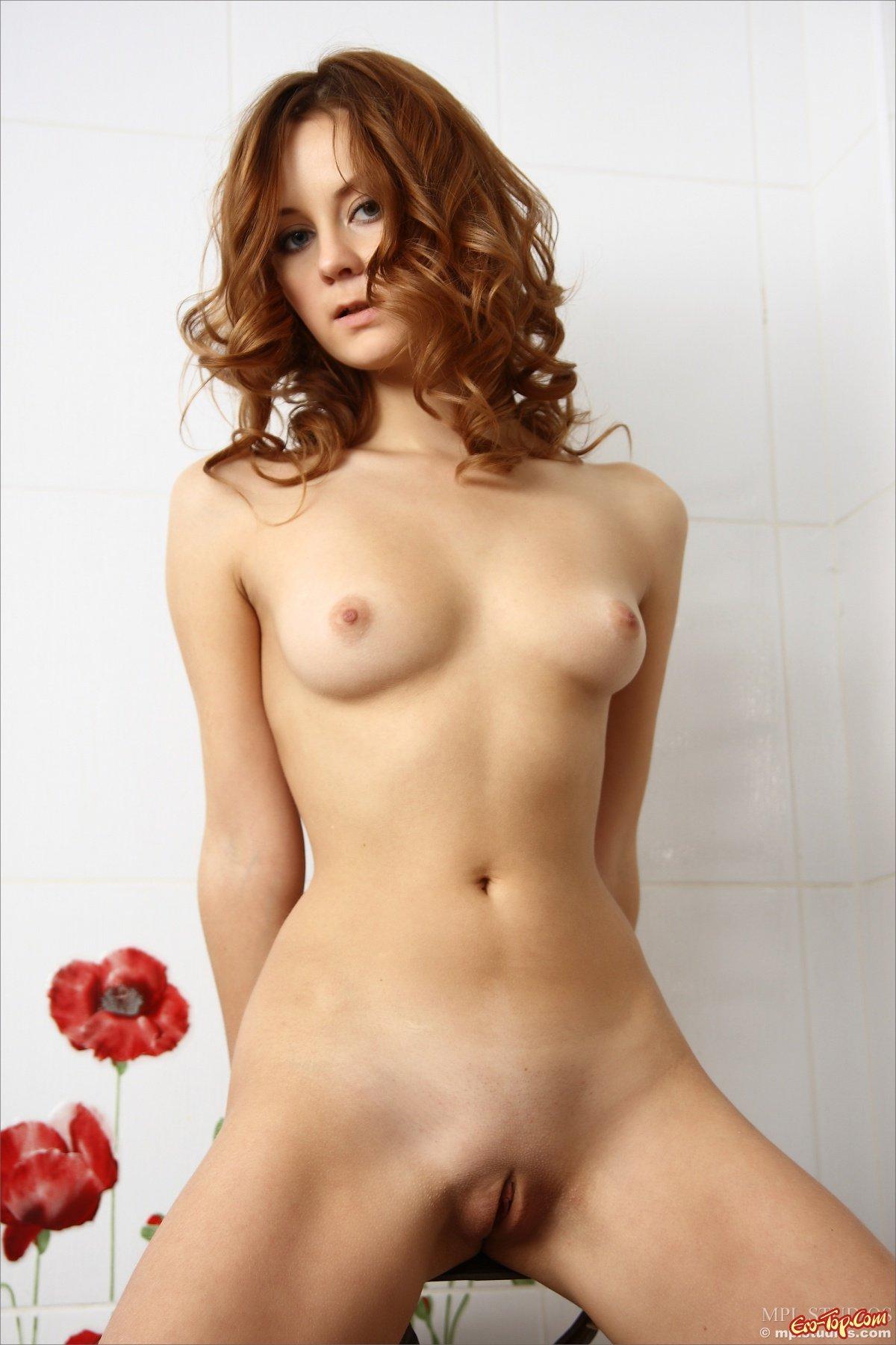 Обнаженная рыженькая девушка секс фото