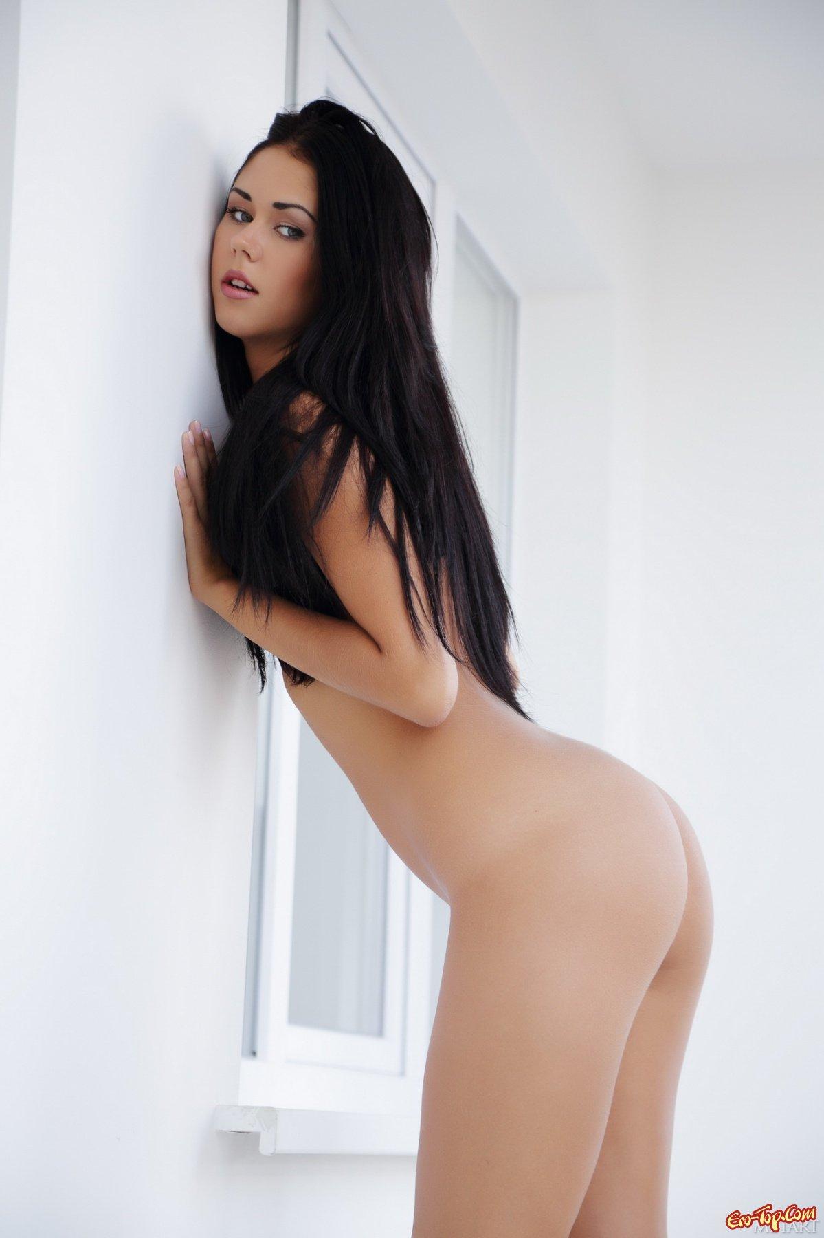 Очень сексуальная брюнетка секс фото
