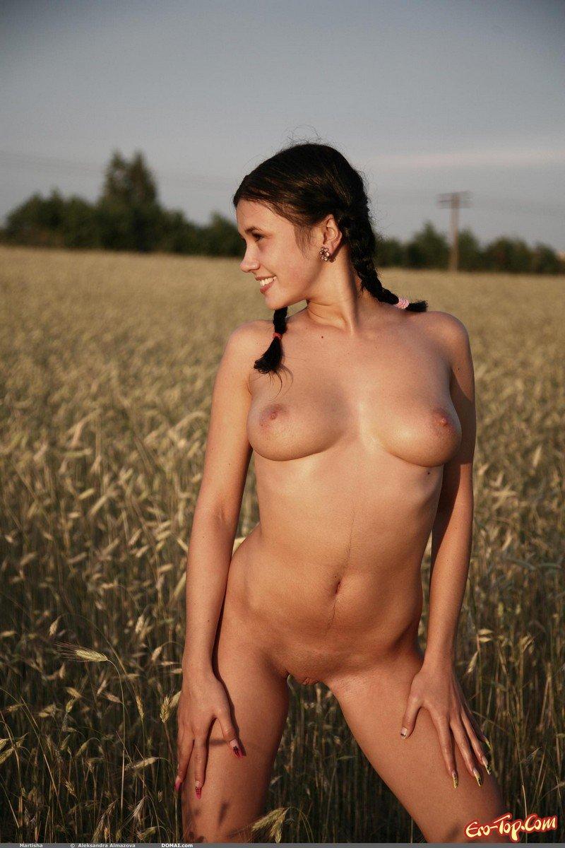 Пышные голые крестьянки фото 250-478