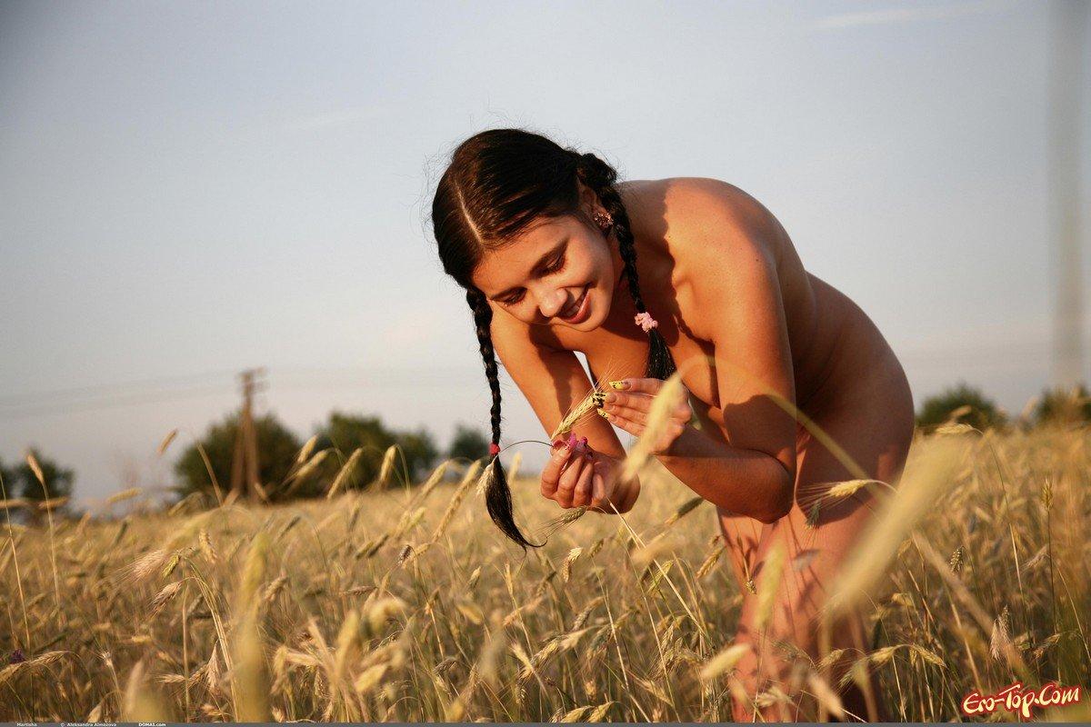Пышные голые крестьянки фото 250-86
