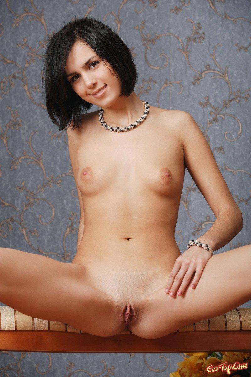 Голая брюнетка со стрижкой каре фото 776-731