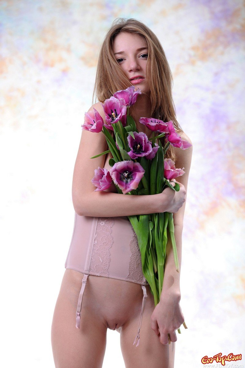 Обнаженная с цветами