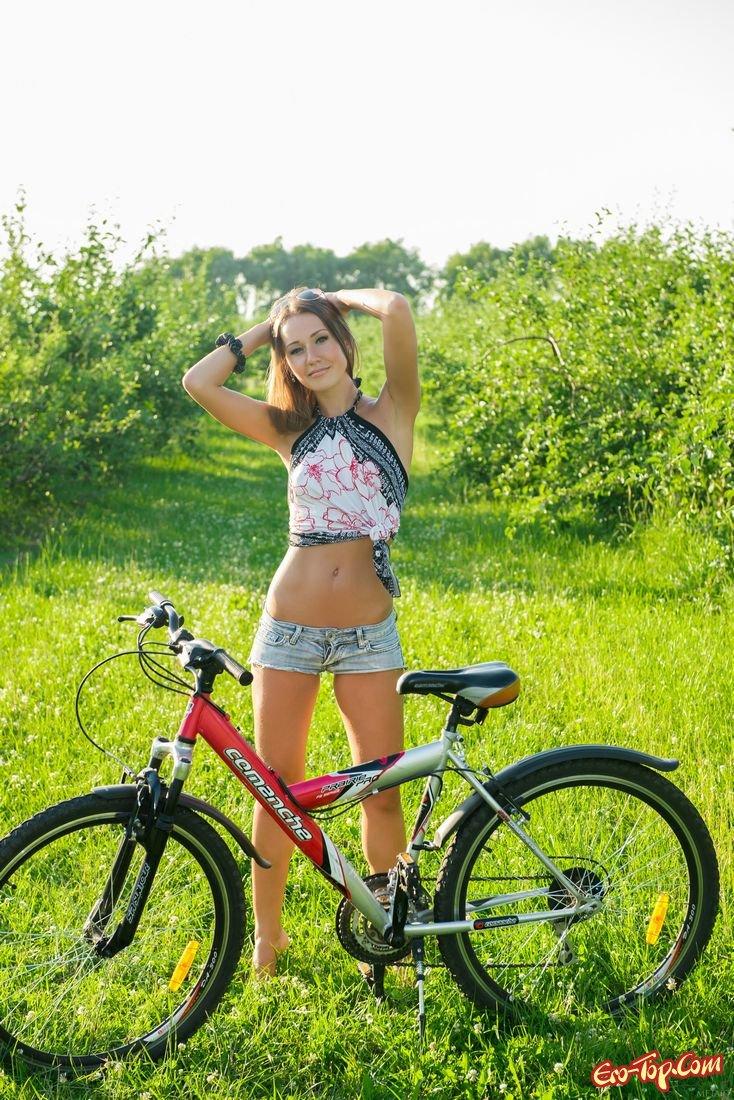 Фото голой попки на велосипеде 16 фотография