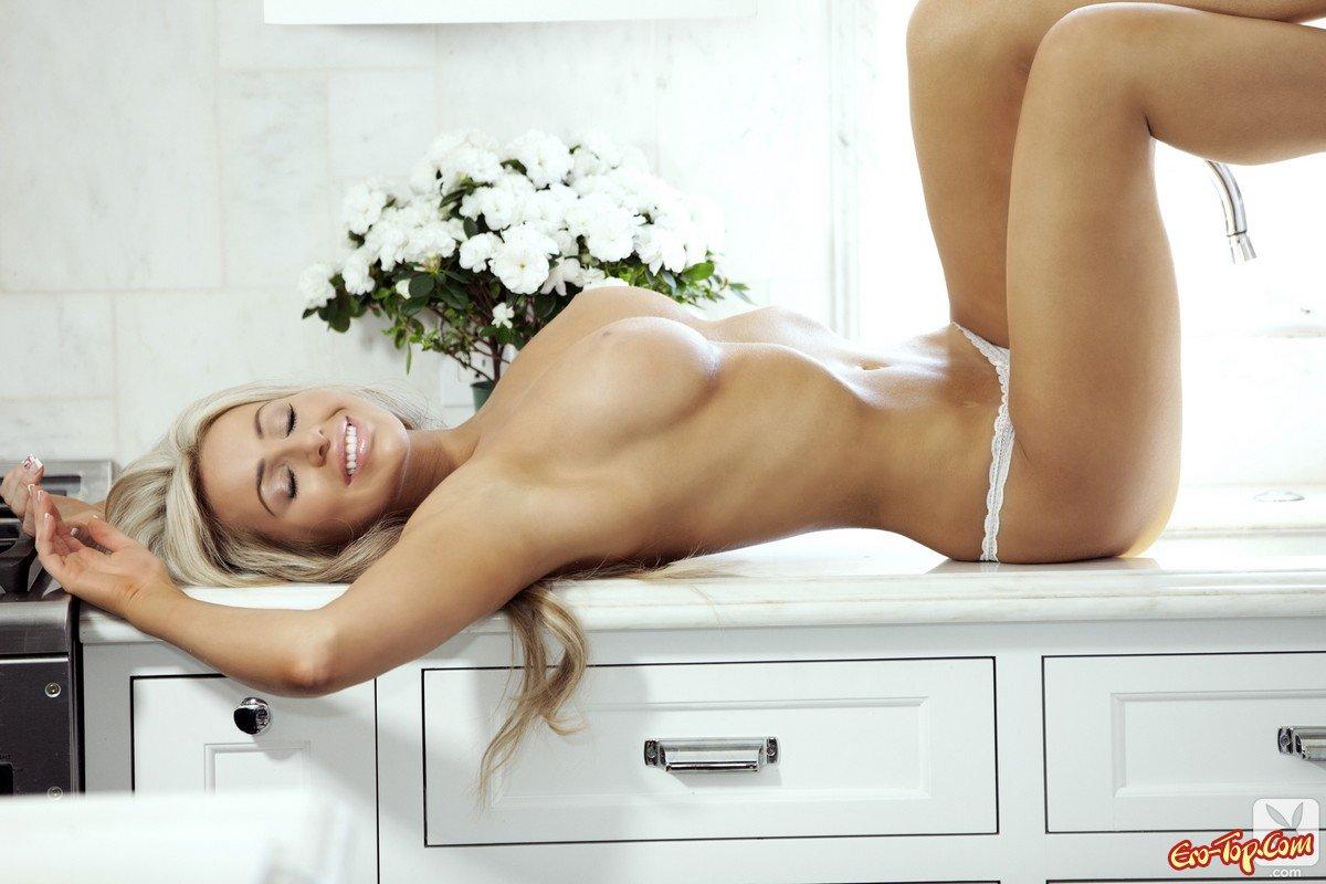 белые трусики стринги на женских попках фото