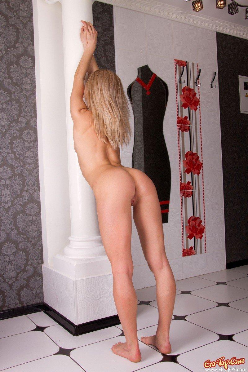Эротичная блондиночка смотреть эротику