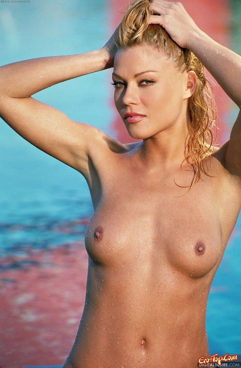 Красивая маленькая грудь