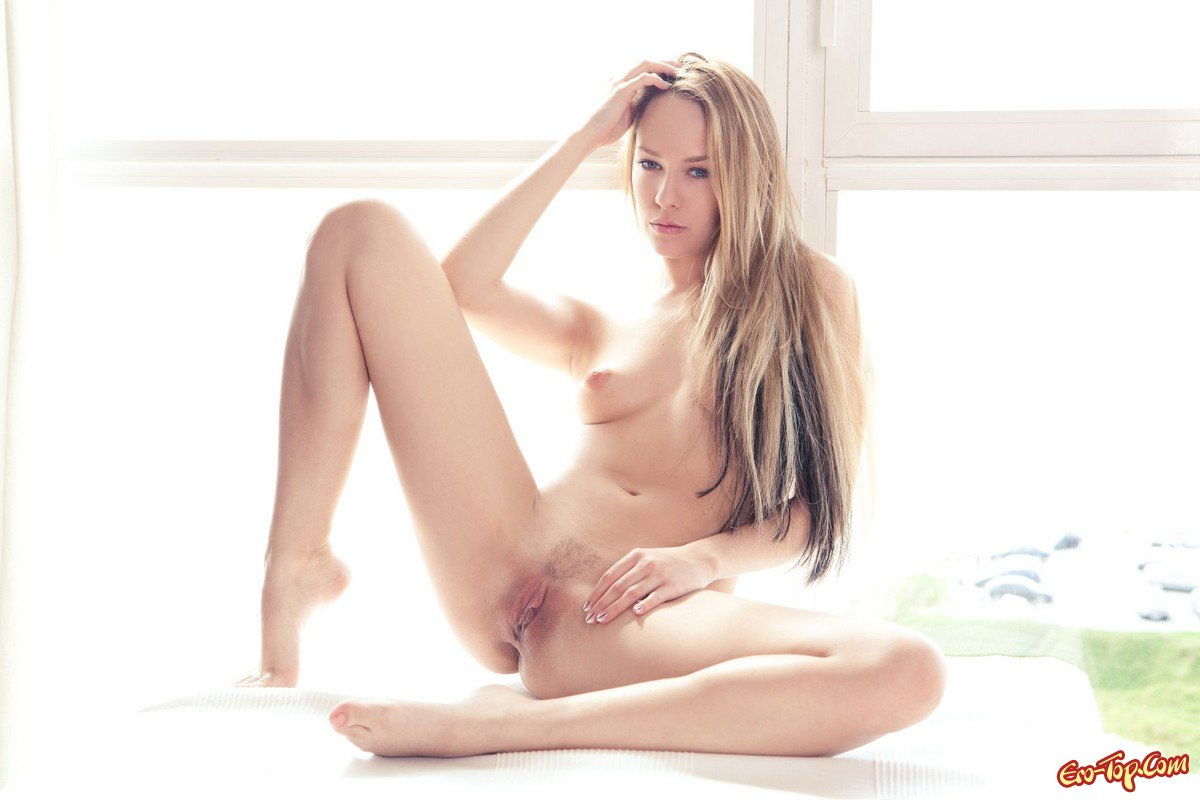 Блондинка в чёрном белье