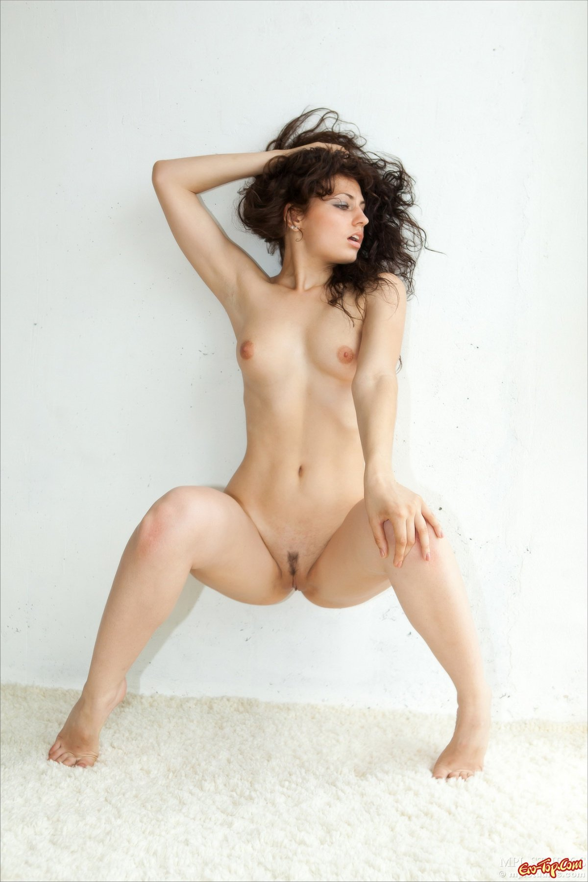 Кудрявая голая