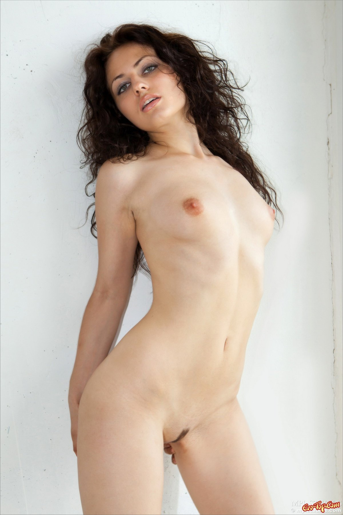 голая кудрявая юлия домашнее фото
