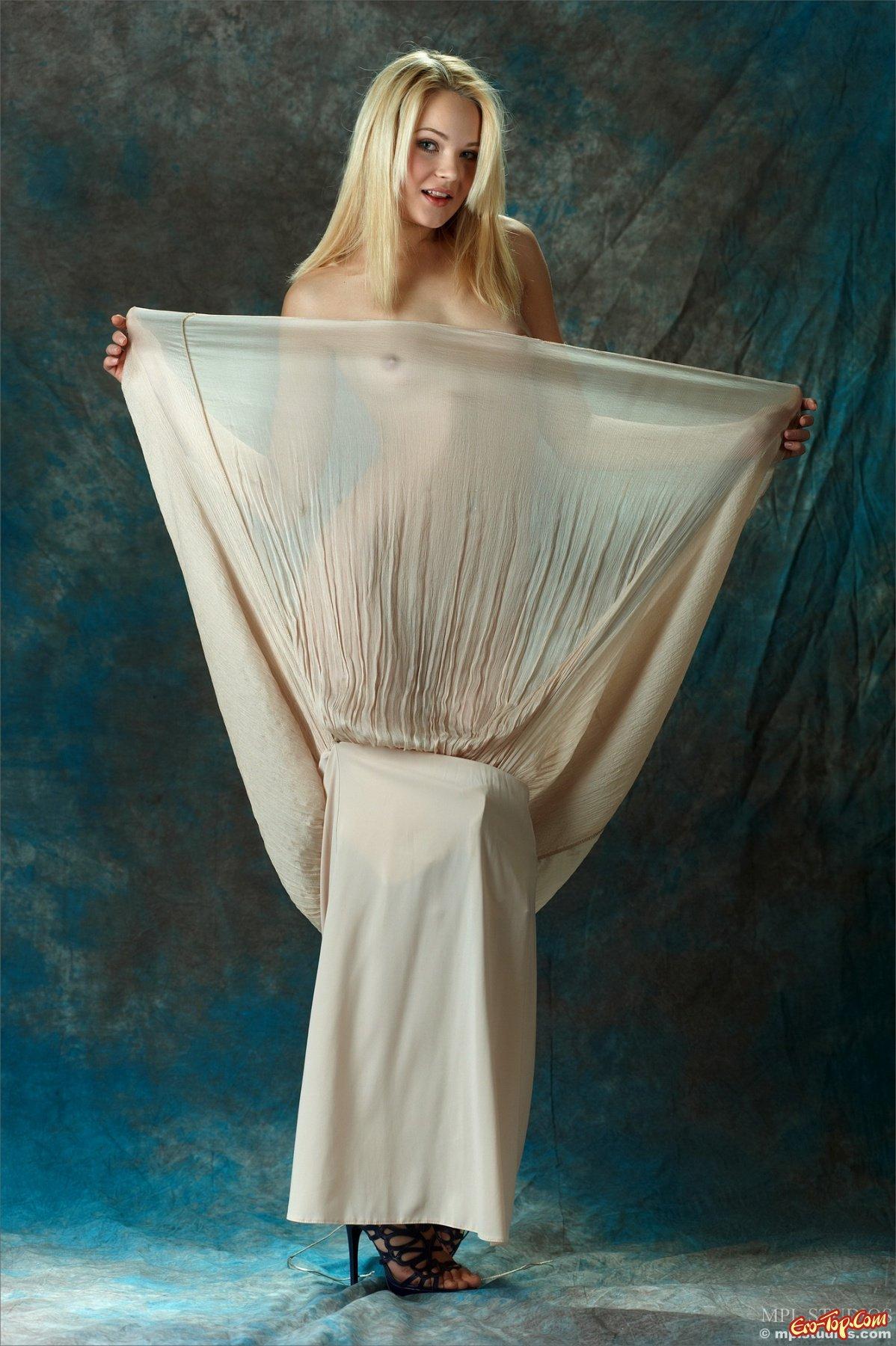 Talia красивая и голая