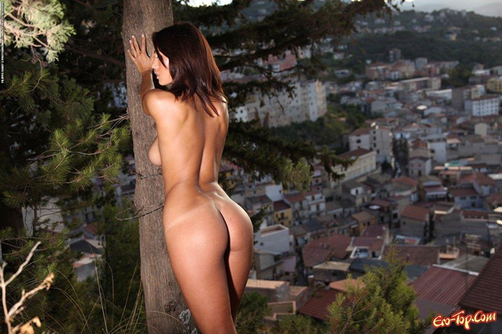 фото девушки с голой попой