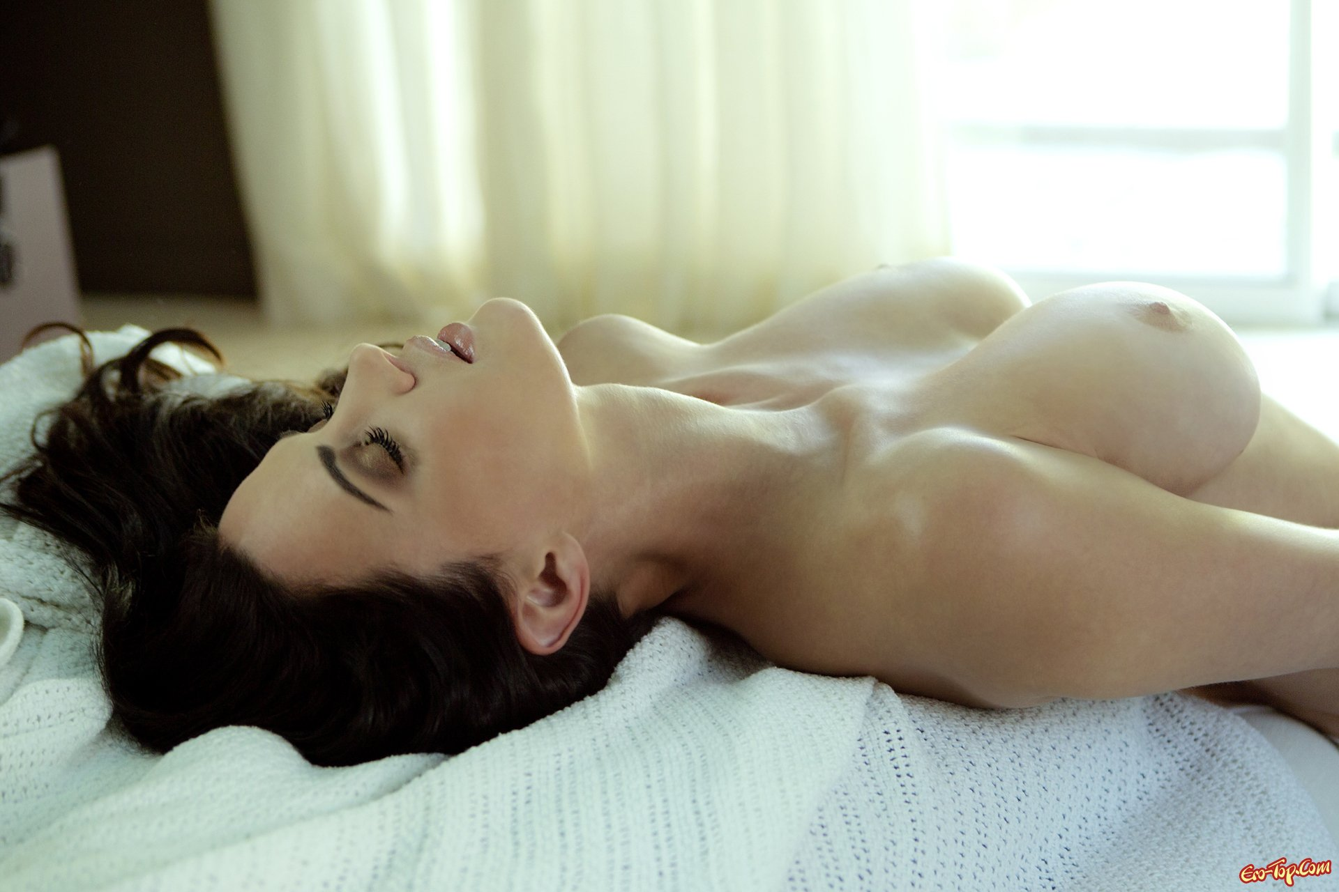 Фото груди в постели 1 фотография