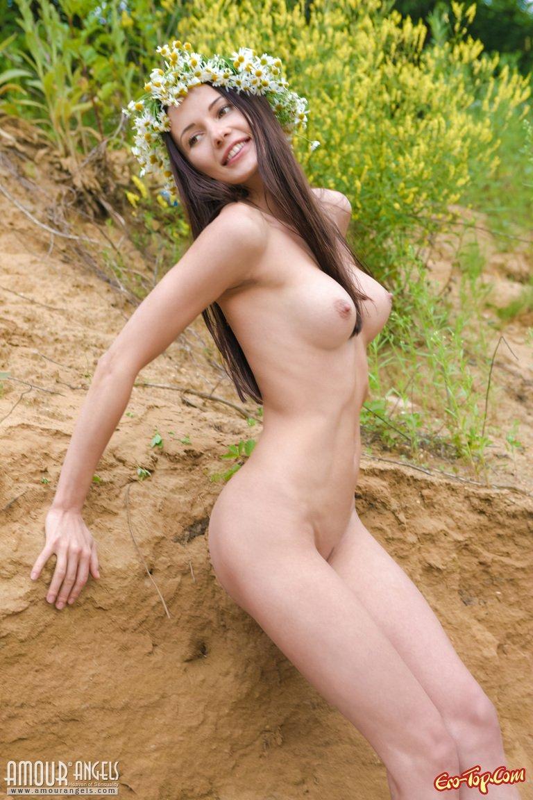 Молодая голая девушка