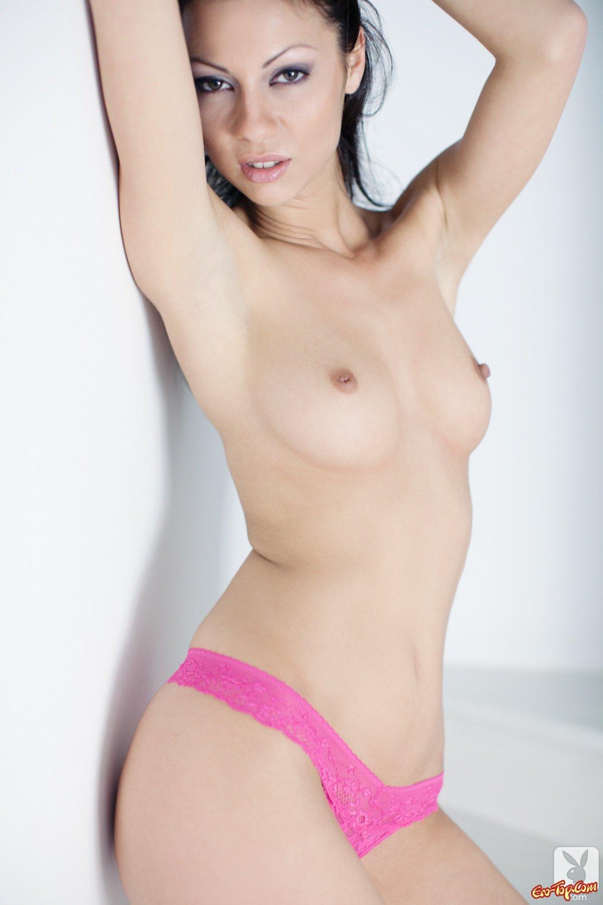 Девушка с небольшой грудью
